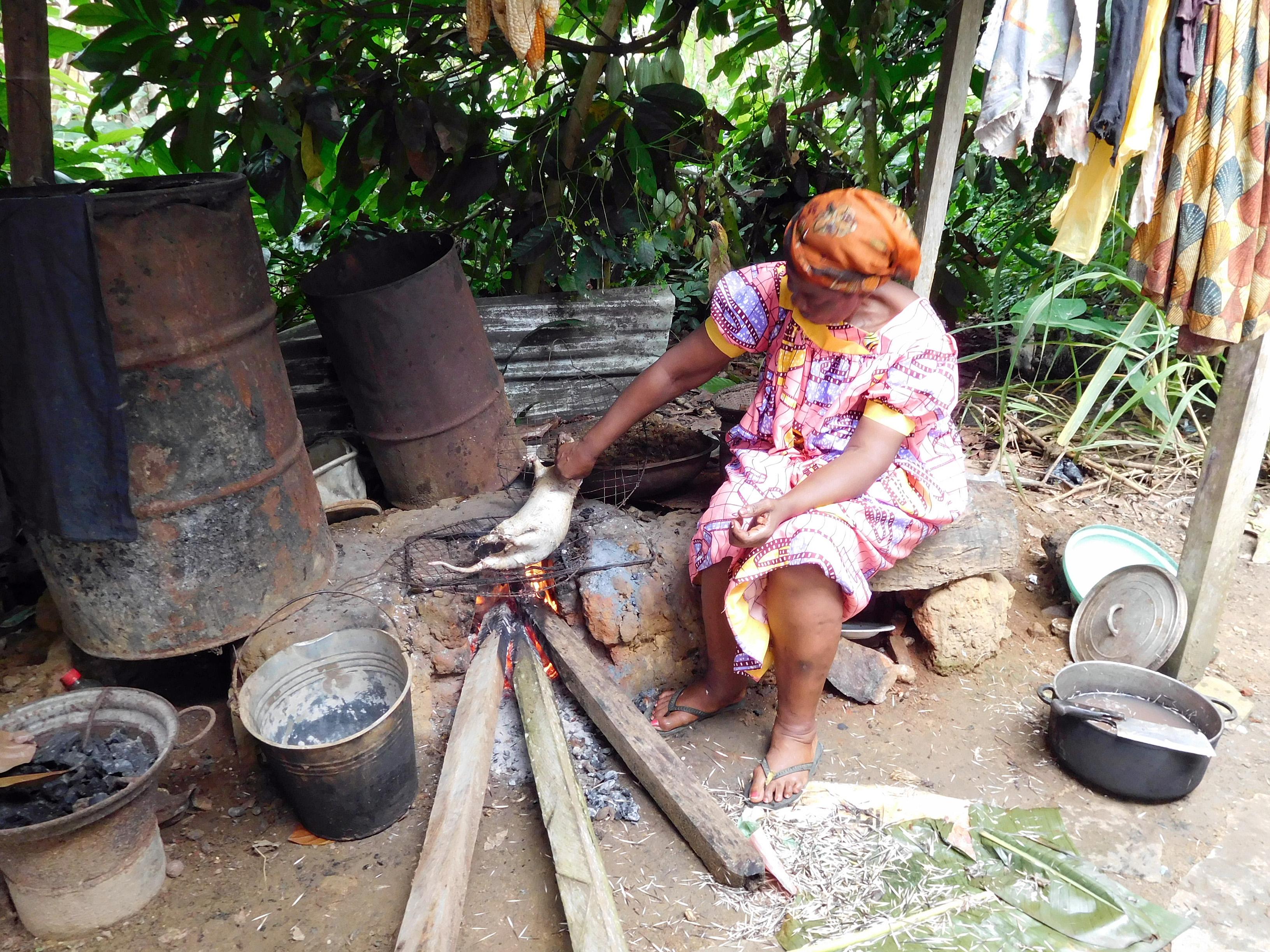 Cuisson_du_porc-épic_(Cameroun)_(2)